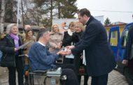 """ЕВН Македонија донираше возило за здружението """"Мобилност Тетово и Гостивар"""""""