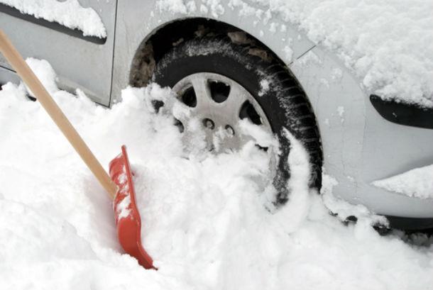 Триглав советува: Што да направите ако автомобилот Ви заглави во снег?