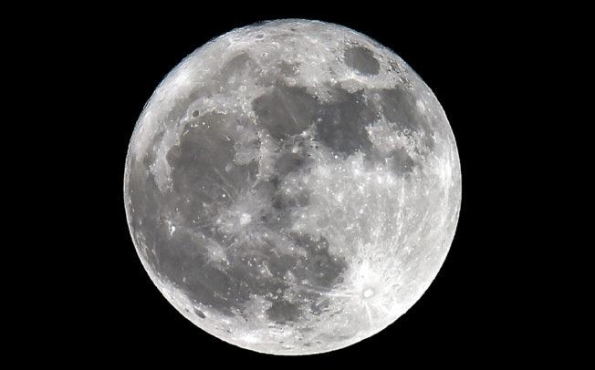 НАСА откри мрежа од тунели на Месечината