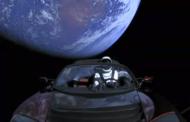ВИДЕО: Tesla Roadster и куклата Илон Маск патуваат околу Земјата