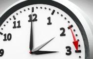 Четири начини да бидете одморени и продуктивни и покрај летното сметање на време