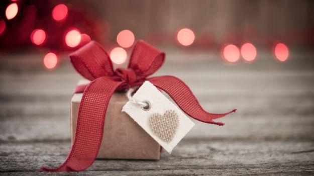 Гаџети за неа: што да и подарите на понежната половина за Денот на вљубените?