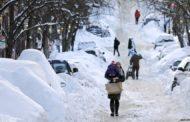 Научници тврдат дека снежната бура во Европа е резултат на затоплување околу Северниот пол