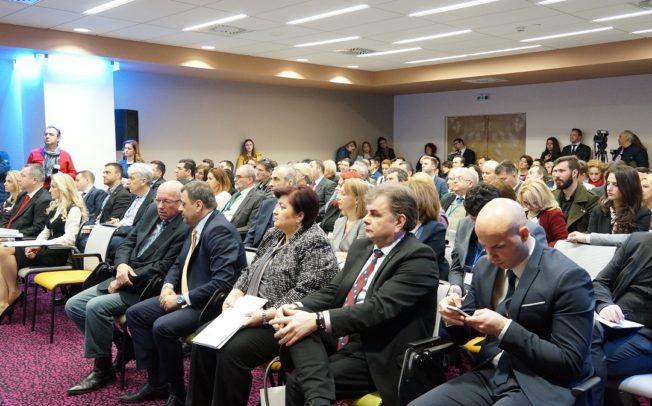 Малите економии мора да бидат конкуретни и отворени кон светот, порака од денешниот самит за нови технологии во бизнис