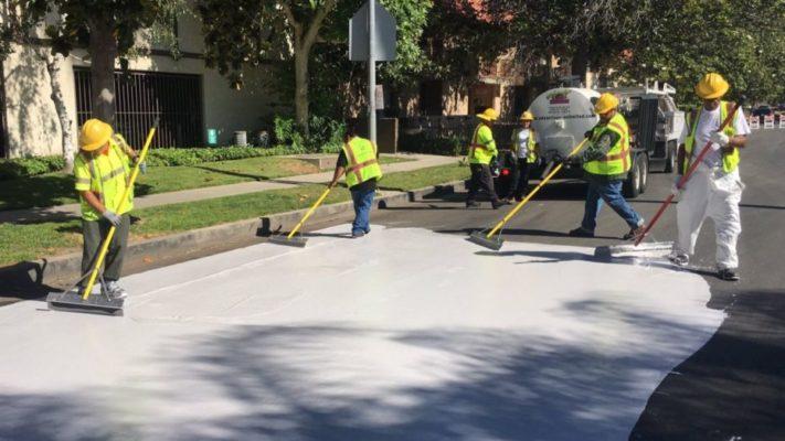 Лос Анџелес ги фарба улиците со бела боја за да го намали затоплувањето на градот