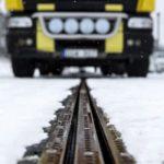 Во Шведска пуштен во употреба првиот електричен автопат во светот кој ги полни возилата додека се движат по него