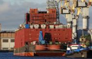 ВИДЕО: Руската пловечка нуклеарна централа Akademik Lomonosov исплови на првото патување