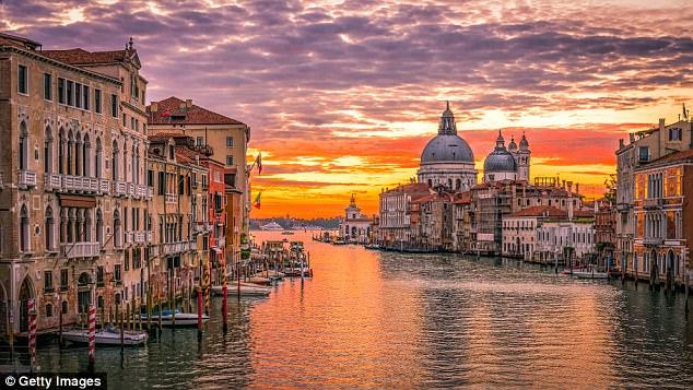Туристите кои ќе се однесуваат непримерно во Венеција ќе бидат казнети со 500 евра
