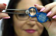 Британски научници одгледуваат дијаманти во лабораторија кои се идентични како природните