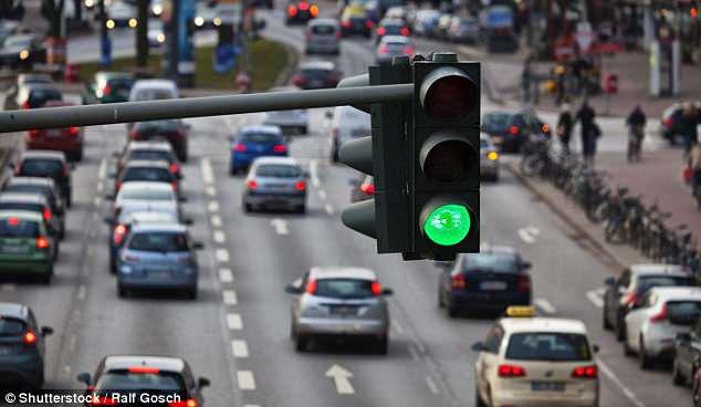 Семафорите од иднината ќе знаат кога сакате да преминете и сами ќе вклучуваат зелено светло