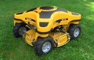 Овие роботи косат трева на нерамен и стрмен терен