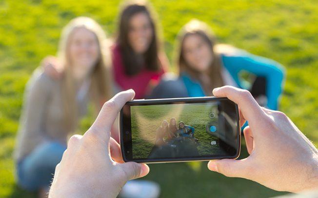 Facebook развива технологија која ќе им ги отвори очите на корисниците на фотографиите