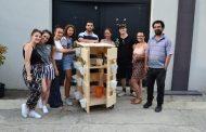 Македонски студенти по архитектура и дизајн ја креираа оваа вертикална градина за зачини