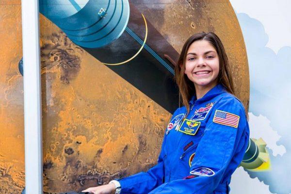 НАСА обучува 17-годишно девојче за живот на Марс