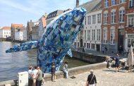 Кит направен од 5 тони пластичен отпад се појави на канал во Бриж