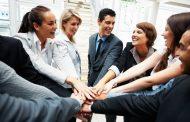 Пет начини како повеќе да им се допаднете на колегите