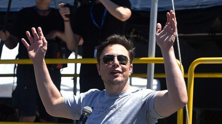 Пет навики на Илон Маск на кои ја должи својата продуктивност