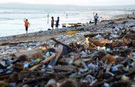 Индонезија мобилизираше 20.000 жители да го исчистат пластичниот отпад