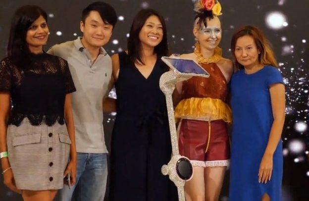 Робот прошета по модната писта на Лондонската недела на модата