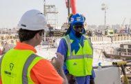 Работниците во Катар добија елеци за разладување
