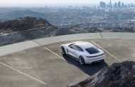 Porsche влегува во електричната ера со новиот Taycan