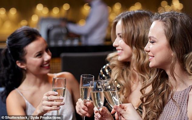Студот и долгите ноќи ги тераат луѓето да пијат повеќе алкохол