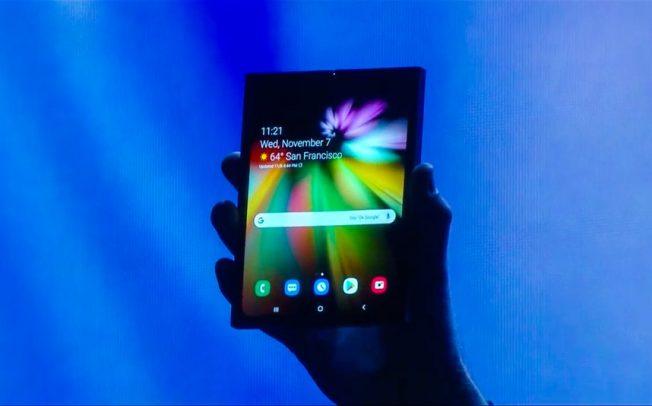 Samsung го покажа својот еластичен смартфон