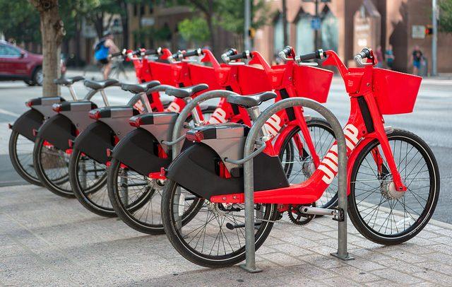 Uber планира флота од скутери и велосипеди кои сами ќе возат до корисниците