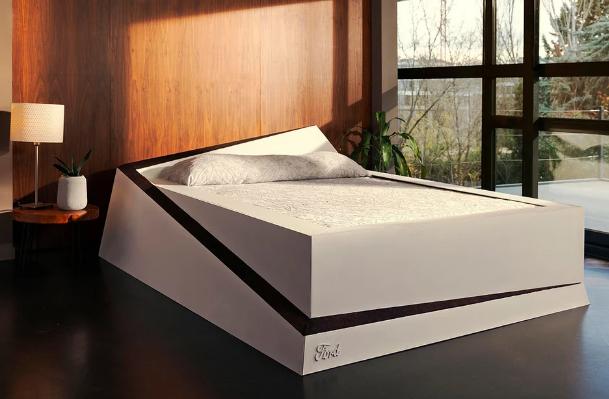 Ford направи паметен кревет кој ги држи партнерите на својата страна од креветот