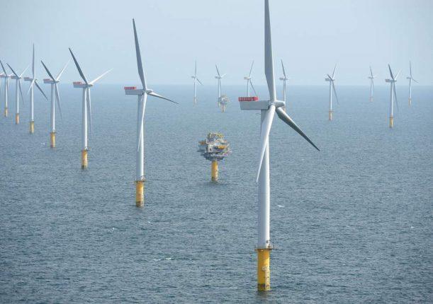 Во Велика Британија ќе почне со работа најголемата фарма на ветер среде вода