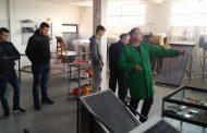 """""""Солар Македонија"""" одржа практична настава за соларни системи со средното техничко училиште од Штип"""