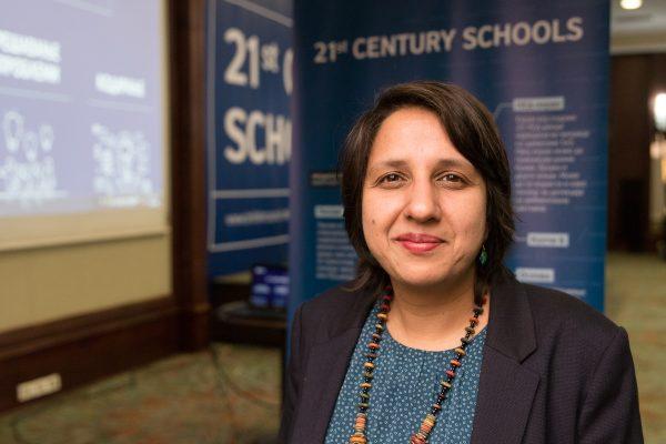 """Кавита Капур: Сите основни училишта во земјaва ќе добијат """"Микро:бит"""" уреди за кодирање"""
