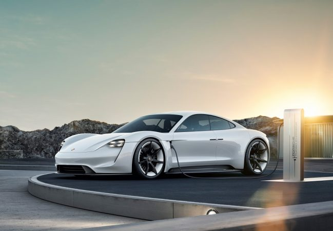 Новиот електричен Porsche Taycan веќе има 20.000 купувачи