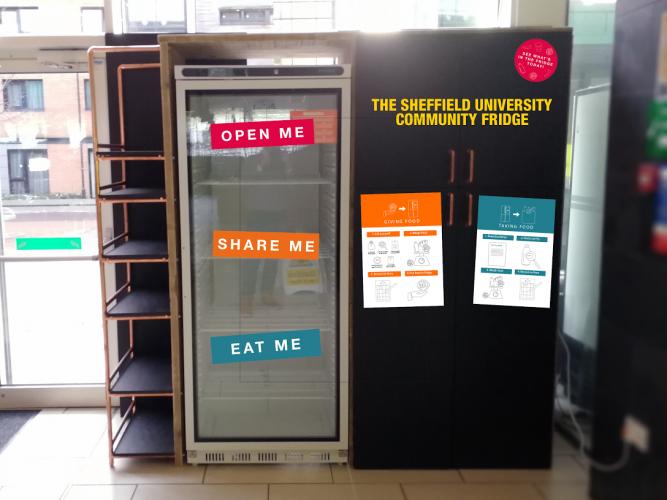 Обединетото Кралство се бори со отпадот од храна со фрижидери поставени по улиците
