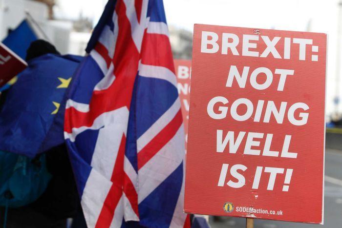 Парламентот на Велика Британија изгласа одложување на Брегзит