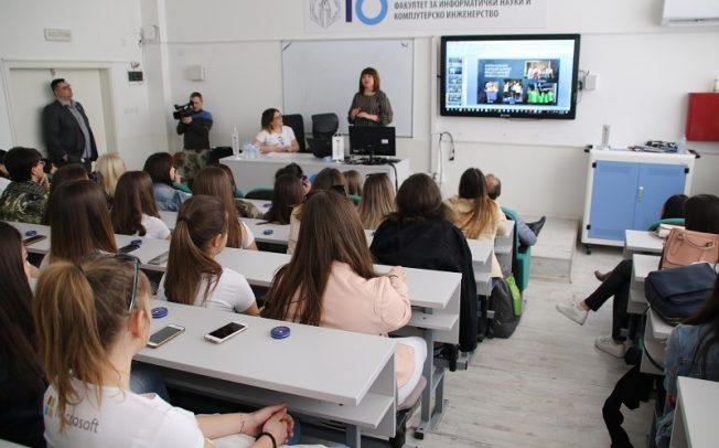 """""""DigiGirlz"""" програмата и во Македонија мотивира повеќе девојчиња да кодираат"""