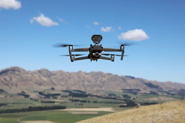 Наместо кучиња, на фармите во Нов Зеланд овците ги чуваат дронови кои лаат