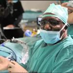 Доктор од Јужна Африка излечи глув пациент со првата трансплантација на средно уво во светот