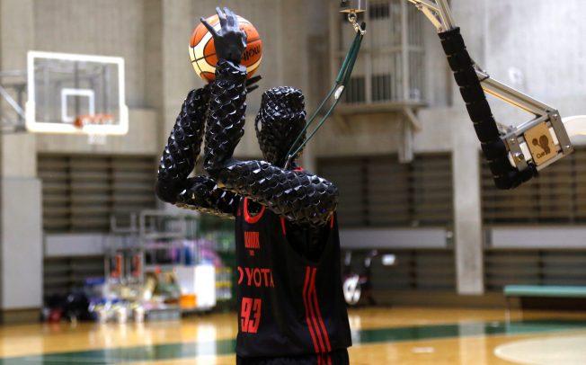 ВИДЕО: Робот-кошаркар никогаш не промашува шут за тројка