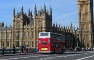 Лондон ги претвора своите двокатни автобуси во засолништа за бездомници