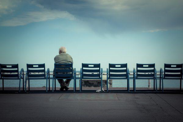Осаменоста е исто отровна како да пушите 15 цигари дневно!