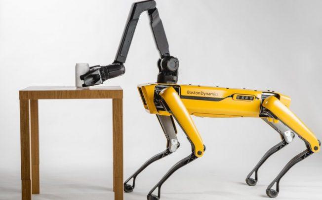 Погледнете како роботи-кучиња на Boston Dynamics влечат камион