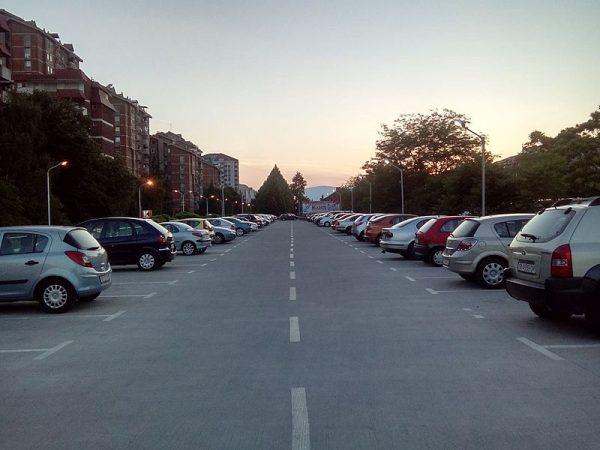 Казни од 50 евра за сите непрописно паркирани возила во Скопје