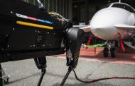ВИДЕО: Куче-робот на аеродром во Италија влечело патнички авион тежок три тони