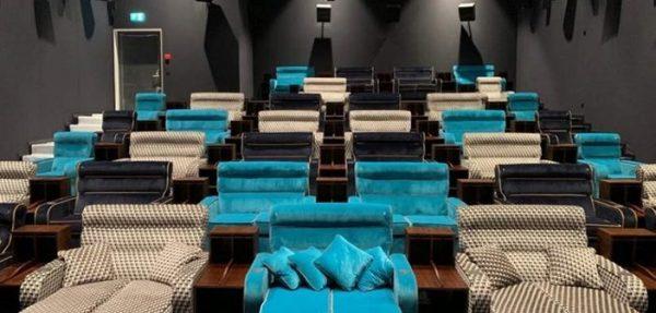 ВИП кино со кревети наместо седишта отворено во Швајцарија