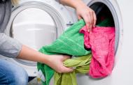 Секој пат кога переме алишта во машина ги загадуваме океаните со пластика!