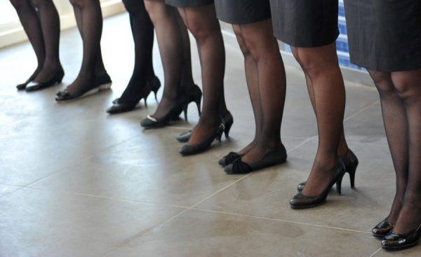 Илјадници лица ја поддржуваат јапонската кампања против носењето високи потпетици