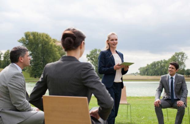 Научниците велат дека одржувањето состаноци надвор може да ви го продолжи животот