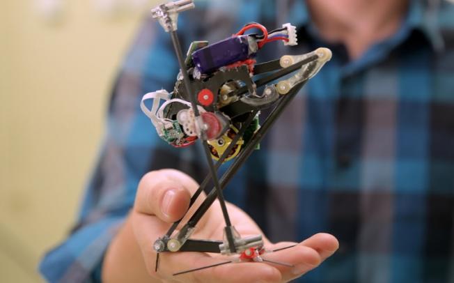 ВИДЕО: Минијатурен робот скокач ќе се користи во спасувачки мисии
