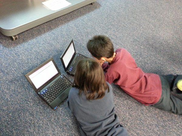 Аларматни податоци: Половина од децата во земјава поминуваат 5 до 9 часа на Интернет!
